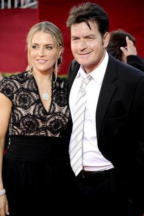 Ο Σιν με την τρίτη γυναίκα του στα βραβεία Έμι τον περασμένο Σεπτέμβριο.
