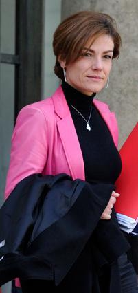 Η Γαλλίδα υπουργός Οικολογίας Σαντάλ Ζουανό, έχει  χρεωθεί   ως η  άλλη γυναίκα  στη ζωή  του προεδρικού ζευγαριού.