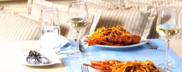 Οι νικητές για τα τραπέζια στο  Καστελόριζο