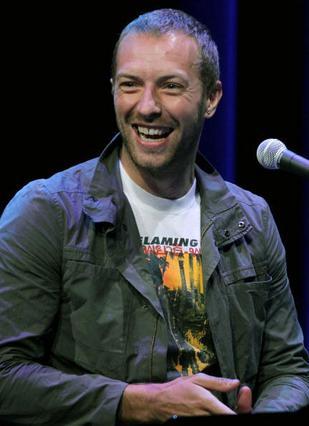 Ο μπαμπάς Κρις Μάρτιν, τραγουδιστής του συγκροτήματος Coldplay, έχει πάρει πτυχίο στα αρχαία ελληνικά και τα λατινικά και τα θεωρεί απαραίτητα στην εκπαίδευση των παιδιών του (!)