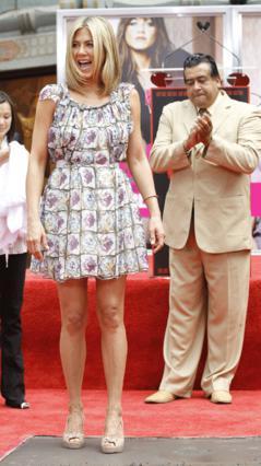 Το αποτύπωμα των  Gucci  τακουνιών της άφησε η Τζε στο τσιμέντο!
