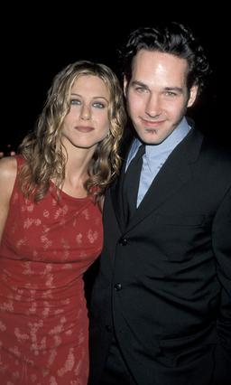 Στο καινούριο της κινηματογραφικό  εγχείρημα, η Τζένιφερ Άνιστον θα έχει έναν παλιό  γνώριμο : τον κωμικό ηθοποιό Πολ Ρουντ με τον οποίο έχαν  ξαναπαίξει μαζί το 1998, στην ταινία  Αίσθημα μετ' εμποδί