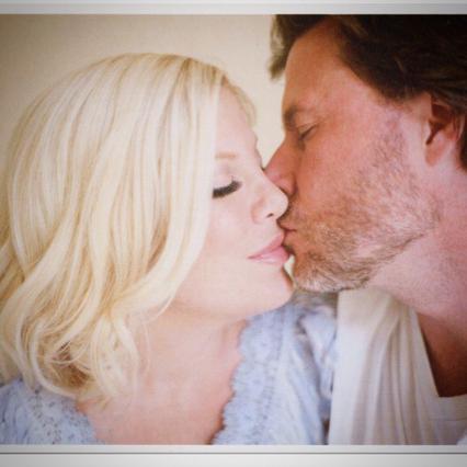 Τόρι Σπέλινγκ & σύζυγος: Ποιο κέρατο; 9η επέτειος μες στα μέλια
