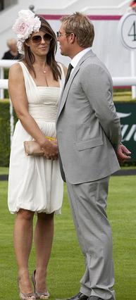 Η φημολογούμενη σχέση της Λιζ Χάρλεϊ με τον αυστραλό άσσο  του κρίκετ Σέιν Γουορν έφερε  το διαζύγιο και για τους δύο.
