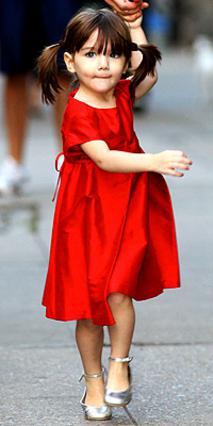 Η χαριτωμένη Σούρι μπορεί να είναι το αγαπημένο παιδί των μίντια, αλλά δεν διαφέρει από όλα τα κοριτσάκια της ηλικίας της.