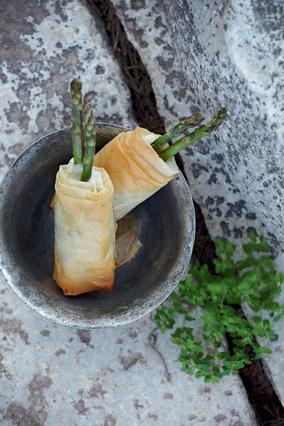Σπαράγγια με παστουρμά σε φύλλο