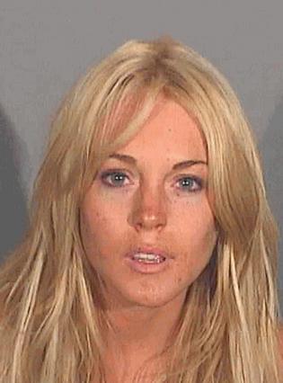 Η Λίντσεϊ Λόχαν στη φωτογραφία της σύλληψής της το 2007, για οδήγηση υπό την επίρρεια αλκοόλ.