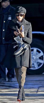 Στις 19 Μαρτίου 2007 η Ναόμι φτάνει στο γκαράζ των σκουπιδιάρικων της Νέας Υόρκης όπου επί μία εβδομάδα σφουγγάριζε πατώματα και καθάριζε  τουαλέτες στο πλαίσιο της ποινής  που της επιδίκασε το δικαστ