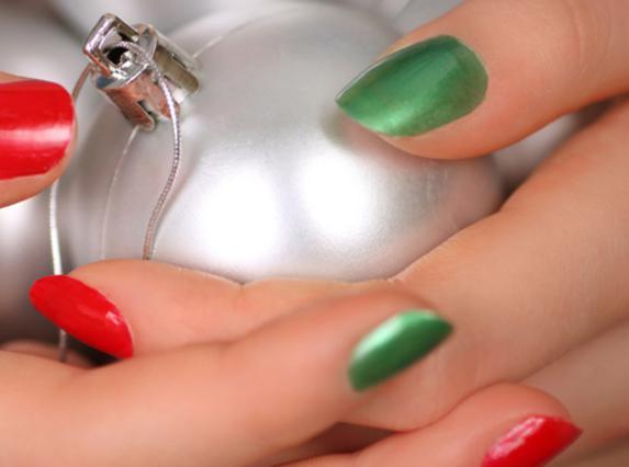 Κέρδισε τα τεχνητά νύχια και την συντήρηση για να λάμψεις τις γιορτές!