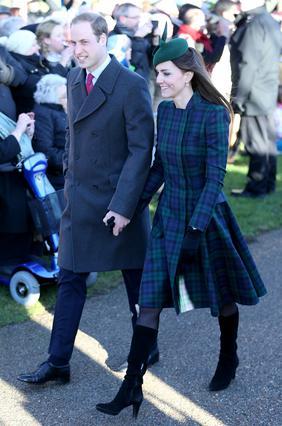 Η Κέιτ και ο Γουίλιαμ περπάτησαν χέρι χέρι μετά την εορταστική λειτουργία των Χριστουγέννων.
