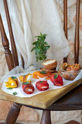 Ανθότυρο με πιπεριές και μαριναρισμένες ελιές