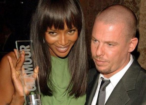 Ο Μακ Κουίν με τη φίλη του Ναόμι Κάμπελ, τον Μάιο του 2006.