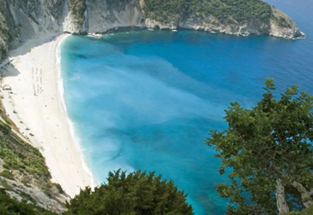 Οι πιο απίθανες παραλίες σε περιμένουν από τα Louis Hotels!