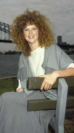 Και επειδή οι φωτογραφίες αποτελούν παντοτινά ντοκουμέντα, δείτε  πως ήταν η Νικόλ Κίντμαν  το 1983. Μάλλον θα το έχει  ξεχάσει και η ίδια!