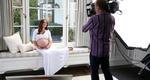 Διαφήμιση με την κοιλιά στα... μάτια για την Τζένιφερ Λοβ Χιούιτ