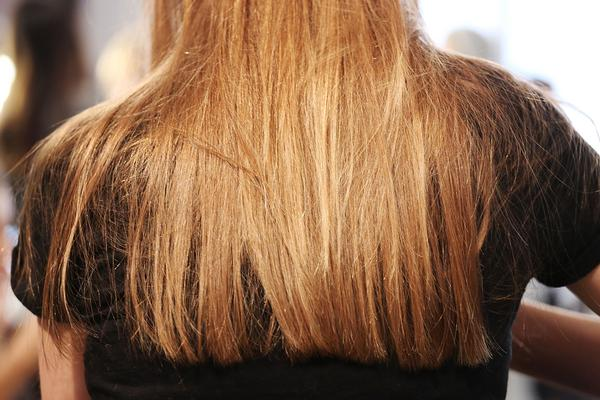 <h4>Τα βότανα:</h4>  <p>Φυσικά και υπάρχει φυσικός τρόπος να μακρύνεις τα μαλλιά και τα βότανα είναι στην διάθεση σου για να το πετύχεις. Ο ιβίσκος είναι ιδανικός για να «ζωντανέψει»