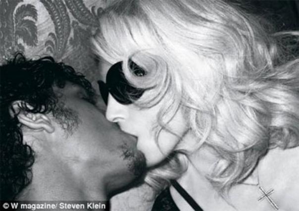 Πόσο ψεύτικο μπορεί να είναι αυτό το φιλί;