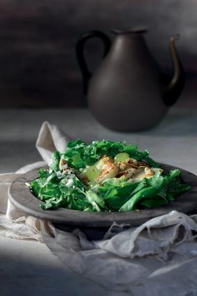 Πράσινη σαλάτα με σταφύλια και ταλαγάνι