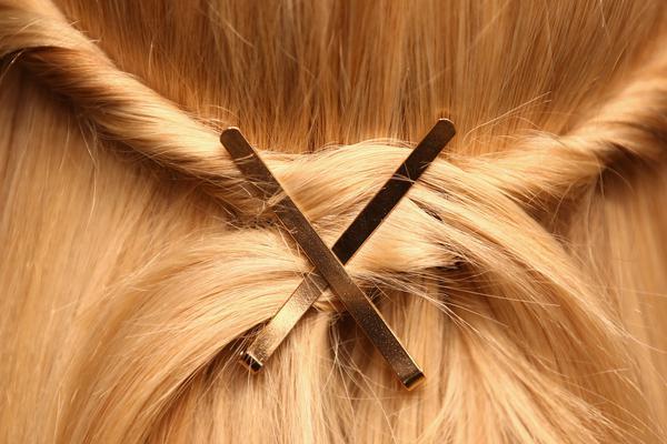<p>Μπορεί να είσαι φαν των αξεσουάρ για τα μαλλιά, μπορεί και όχι. Φέτος όμως θα μπεις στον πειρασμό να δοκιμάσεις να στολίσεις τα μαλλιά σου με τα πιο υπέροχα αξεσουάρ.</p>  <p></p>
