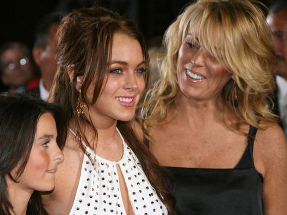 Η Ντίνα Λόχαν με τις κόρες της σε παλιότερη φωτογραφία