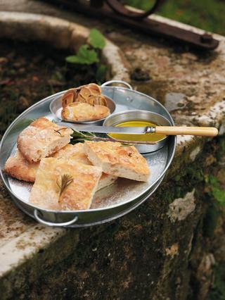 Λαγάνα με κρέμα από σκορδο και δεντρολίβανο