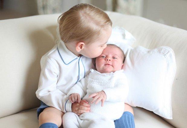 Σάρλοτ & Γεώργιος στην πιο τρυφερή πριγκιπική φωτογραφία [Photo]