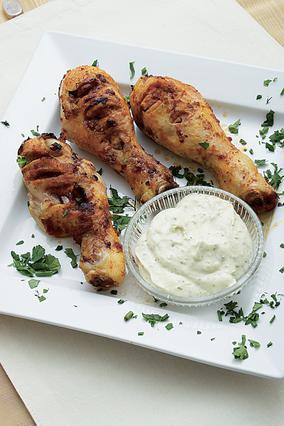 Μπουτάκια κοτόπουλου με τυροσαλάτα