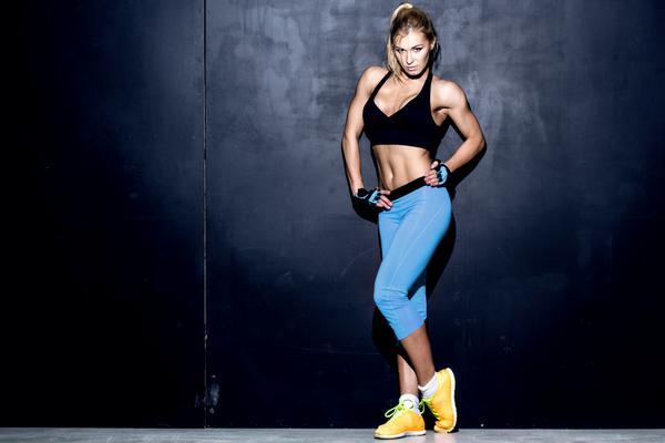 <p>Οι συνδυαστικές ασκήσεις κινητοποιούν συντονισμένα τις μεγάλες μυϊκές ομάδες, όπως αυτές των ποδιών και του κορμού. Συγχρόνως, δραστηριοποιούν πολλούς μικρότερους μύες, οι οποίοι είτε συνεισφέρουν