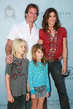 Η Σίντι με τον Ράντ και  τα δύο παιδιά τους,  τον Πρίσλεϊ και την Κάια.