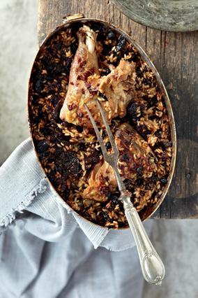 Αρνάκι με δαμάσκηνα και ρύζι στο φούρνο