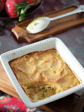 Φάβα φούρνου με πράσο, φέτα και σταφίδες