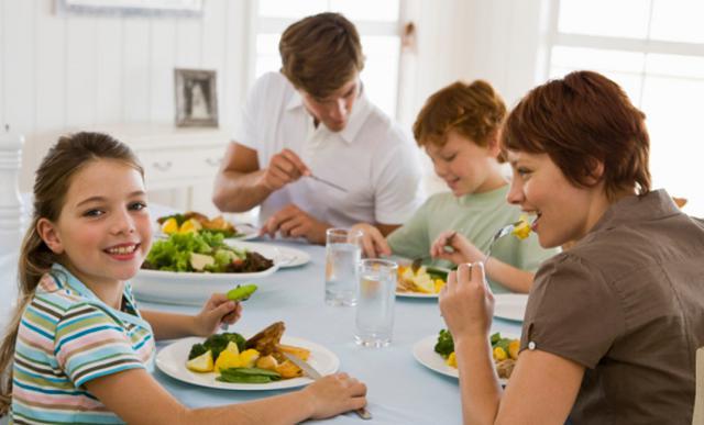 Κι άλλος λόγος για να τρώτε μαζί στο τραπέζι