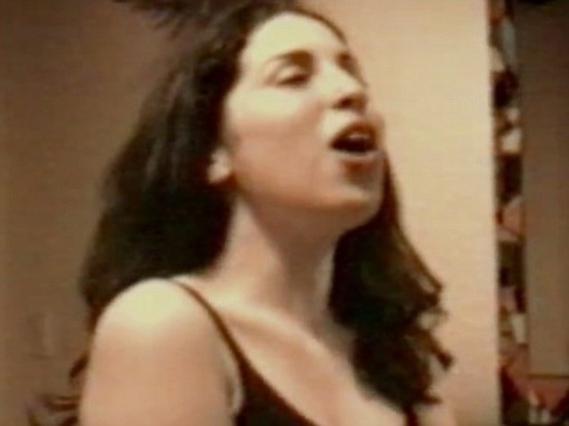 Δες την 14χρονη Έιμι Γουάινχαουζ να τραγουδά  Happy Birthday  (vds)