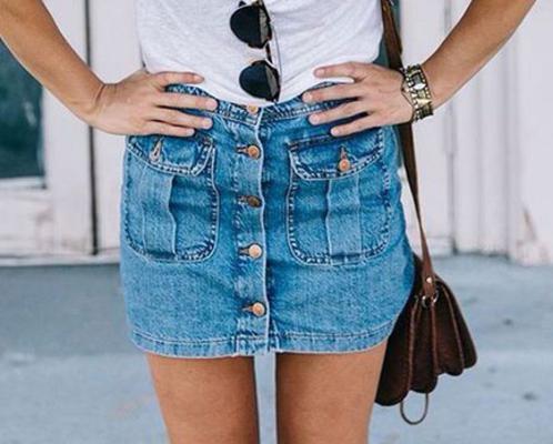 <p>Ναι η τζιν φούστα ήταν είναι και θα είναι ένα βασικό κομμάτι της γκαρνταρόμπας σου που και φέτος θα σε βγάλει ασπροπρόσωπη!</p>