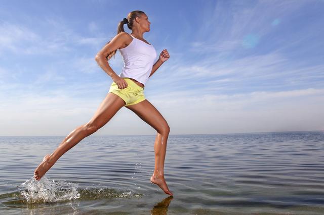 Κάψε θερμίδες με περπάτημα στην άμμο