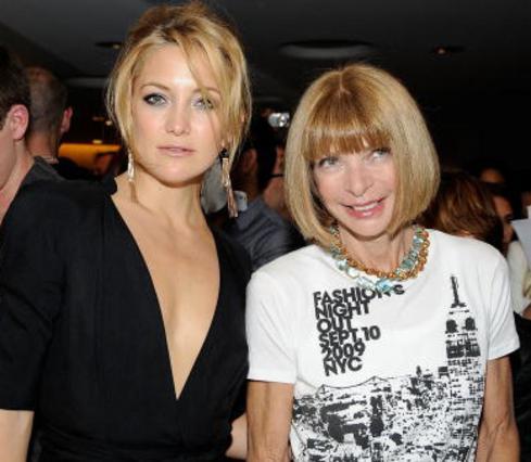 Η Κέιτ Χάντσον με την Άννα Γουίντουρ στο κατάστημα της Στέλα Μακ Κάρντεϊ.