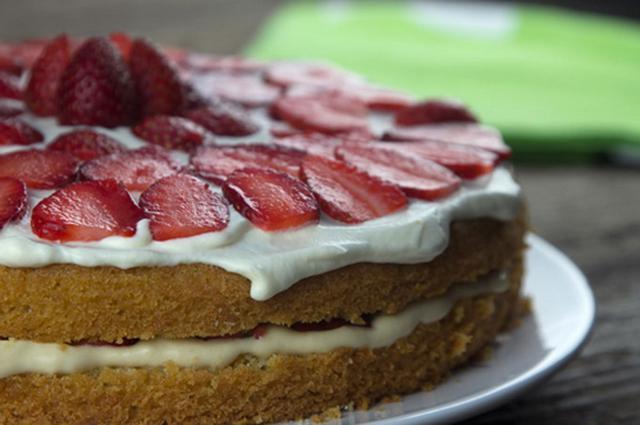 Εύκολη τούρτα με φράουλες αλ Καρούζο