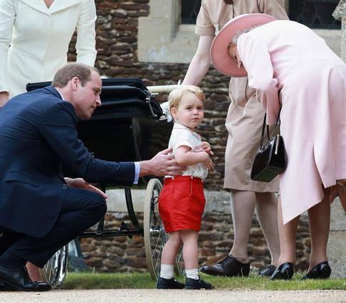 Άκου πώς φωνάζει τη βασίλισσα Ελισσάβετ ο πρίγκιπας Γεώργιος (vds)