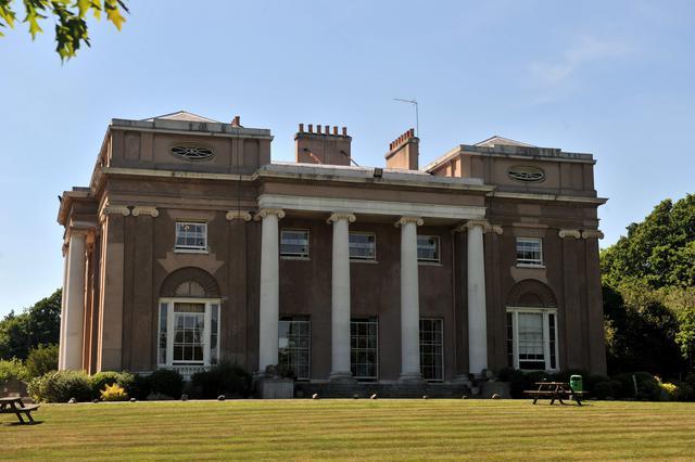 Η νευρολογική κλινική The Priory, όπου έχουν νοσηλευτεί κατά καιρούς διάφοροι διάσημοι καλλιτέχνες.