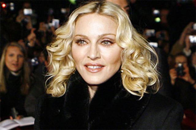 Η Μαντόνα επιστρέφει στο Λονδίνο για πρώτη φορά μετά το διαζύγιο.
