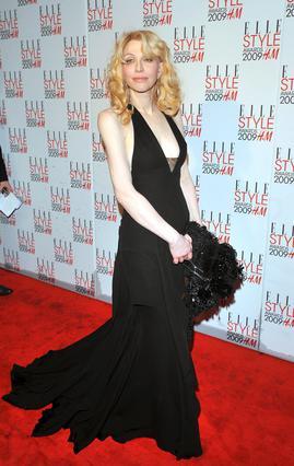 Η Κάρτνεϊ Λαβ στα βραβεία μόδας του περιοδικού ELLE στο Παρίσι την περασμένη Δευτέρα.