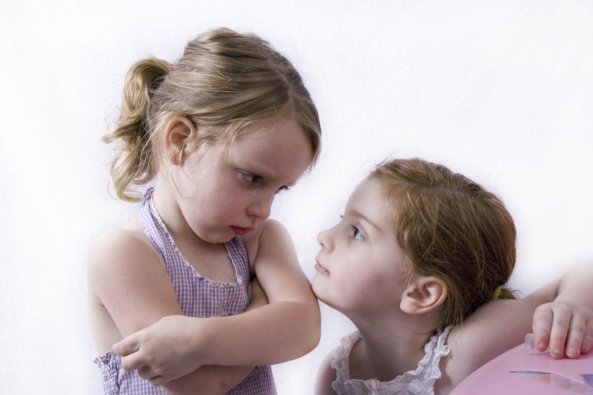 Καλύτερα δοκίμασε το εξής: Μίλησε με θάρρος σε αυτόν που σε παρενοχλεί και πες του—ήρεμα αλλά σταθερά—ότι.