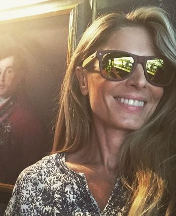 Κατερίνα Λάσπα: η προκλητική φωτογραφία με φούξια μαγιό στην πισίνα