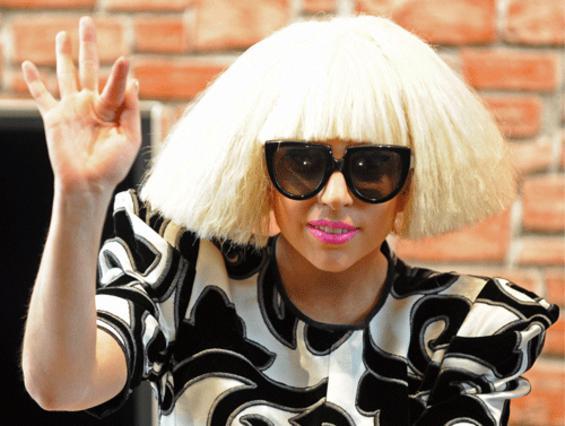 Άραγε, ποιός να μάτιασε τη Gaga και πέφτει διαρκώς;
