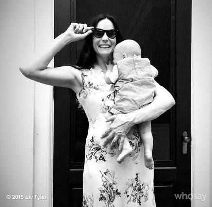 Λιβ Τάιλερ: Απίθανες οι πρώτες φωτογραφίες του υιού