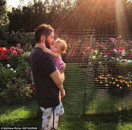Η κόρη της Κριστίνα Αγκιλέρα έγινε ενός & είναι γλύκα (φωτό)