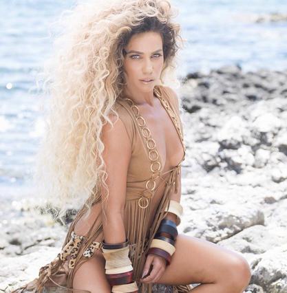 Η Στικούδη άλλαξε πάλι τα μαλλιά της (βίντεο)