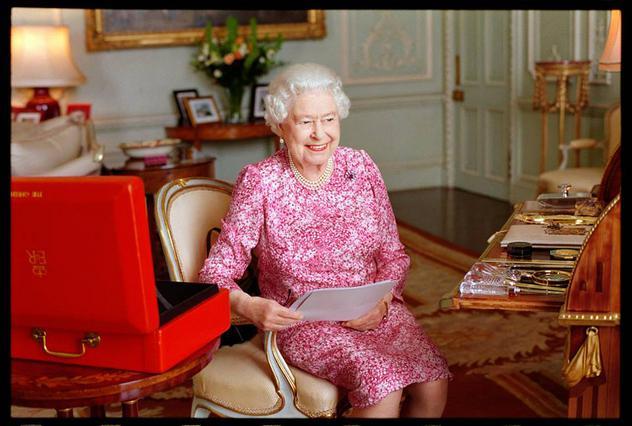 Έσπασε όλα τα ρεκόρ η βασίλισσα Ελισσάβετ [photos]
