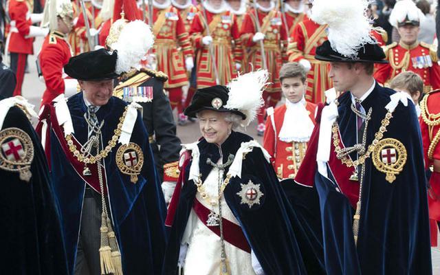 Η Ελισάβετ φεύγει -Έρχεται ο βασιλιάς Γουίλιαμ