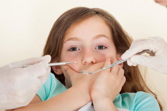Έχεις στρες; Μήπως γι΄αυτό χαλάνε τα δόντια του παιδιού σου;